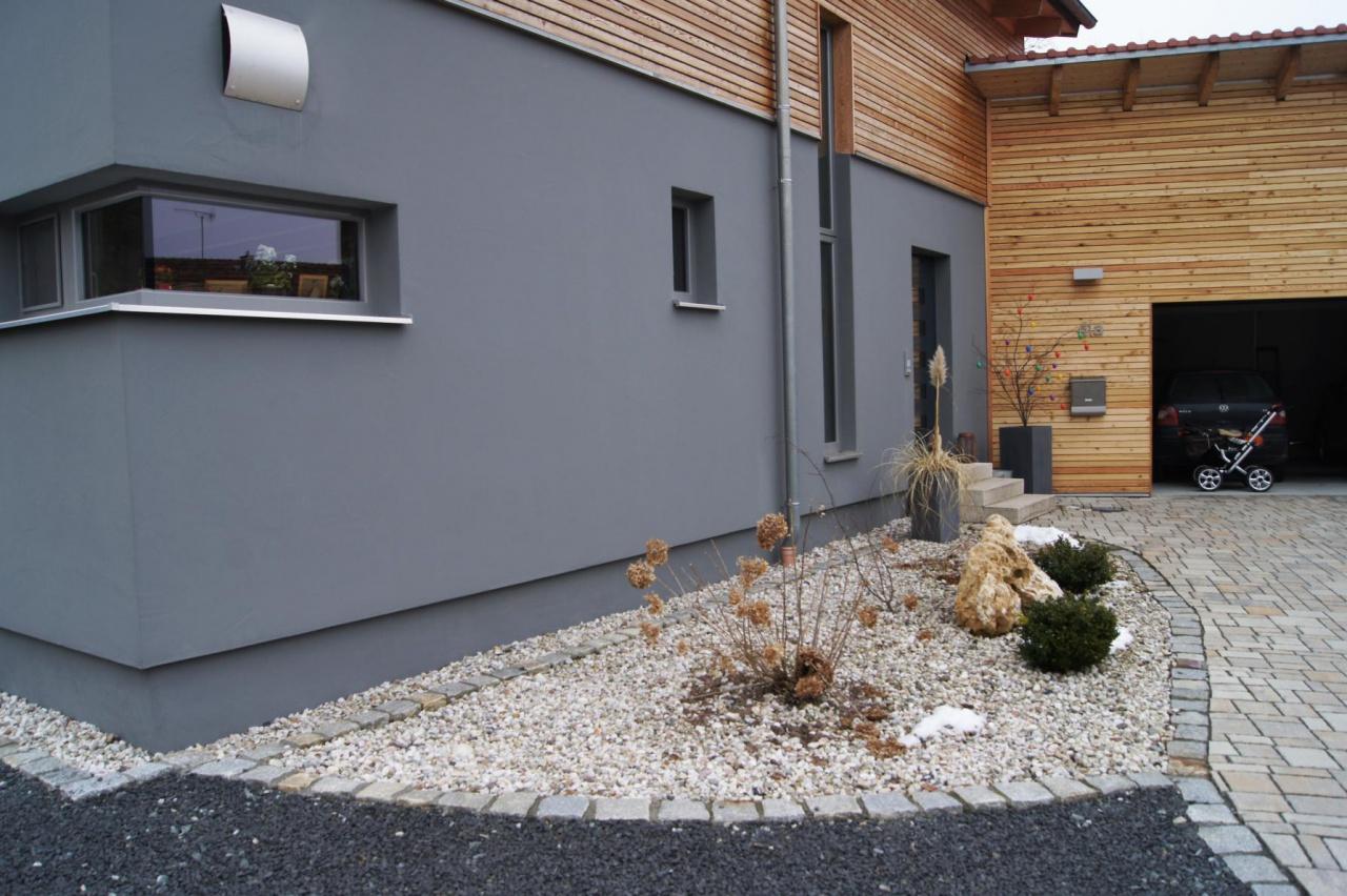 Haus graue Aussenfassade