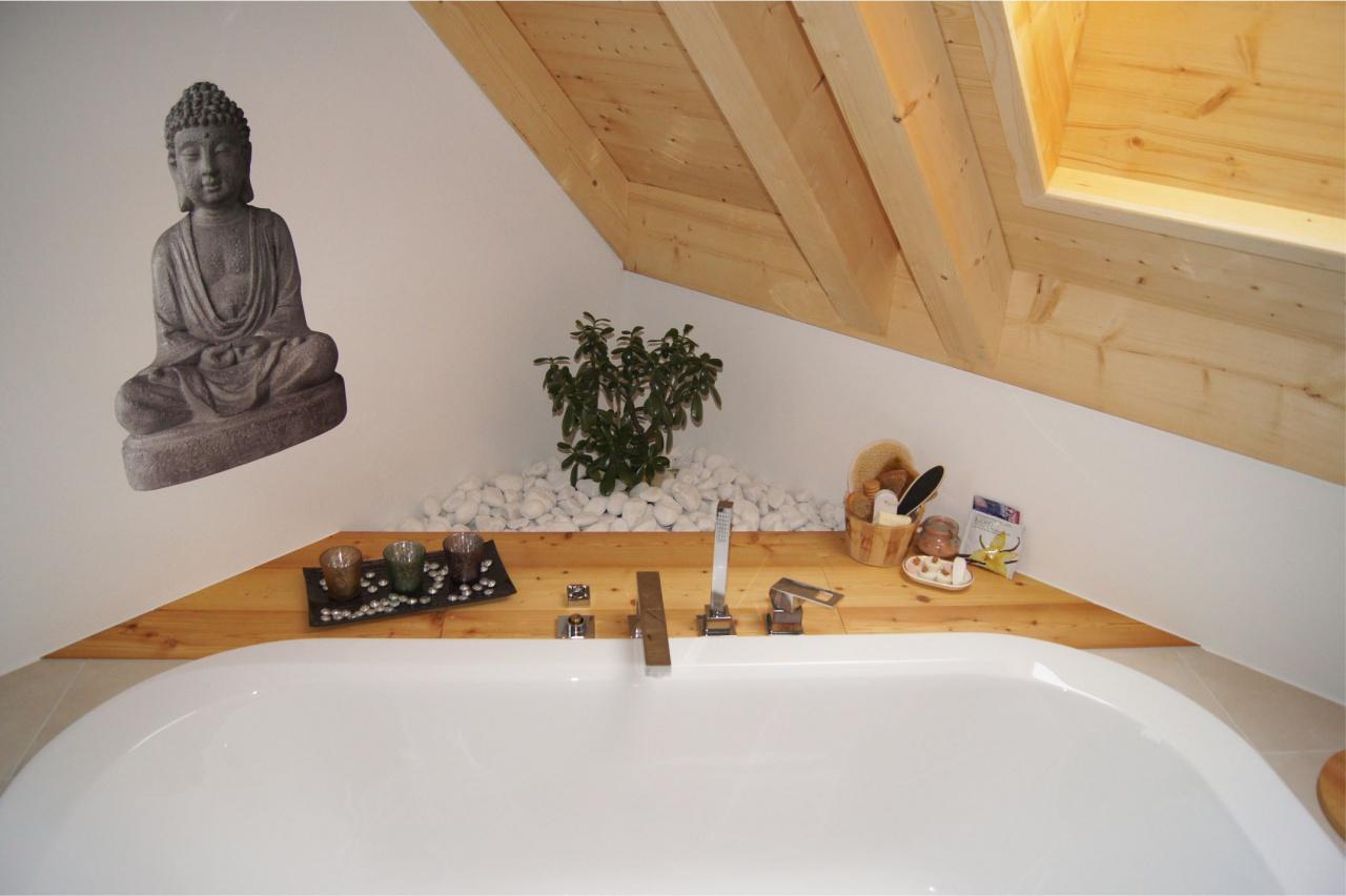 Badewanne mit Budda
